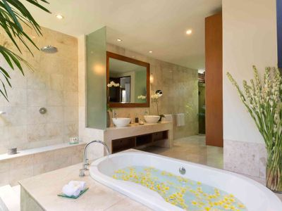 4. Lakshmi Villas - Solo - Ensuite bathroom