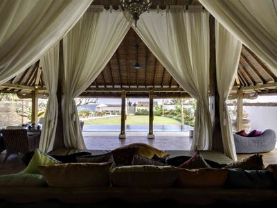Majapahit Beach Villas - Maya Joglo - Bridal suite living view of pool and garden