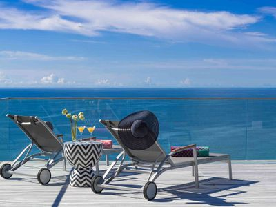 Malaiwana Villa R - Deck chairs and view