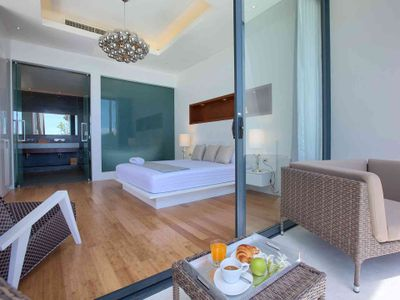 Villa Neung at Mandalay Beach Villas - Comfortable master bedroom