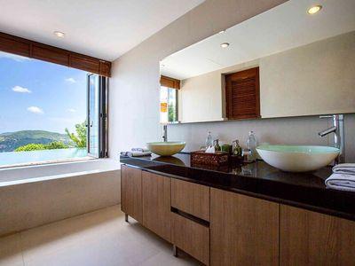 Purana Residence at Panacea Retreat - Bedroom one ensuite bathroom