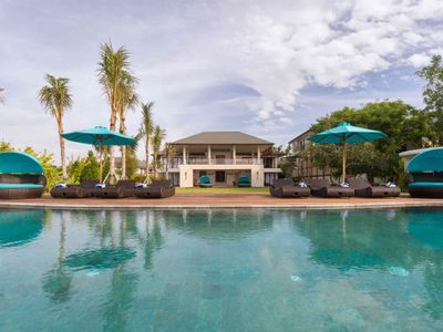 Pandawa Cliff Estate - Villa Rose - The villa viewed from the pool