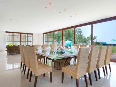 Pandawa Cliff Estate - Villa Rose - Dining area with view