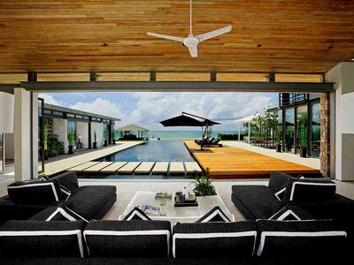 Villa Essenza - Poolside covered terrace