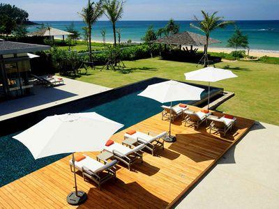 Villa Malee Sai - Poolside sun loungers