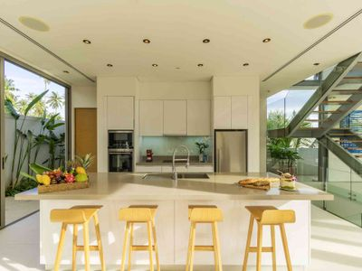 Villa Roxo - Modern kitchen design