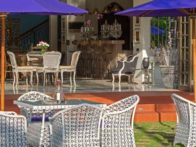 Villa Sayang d'Amour - Bar dining near the garden