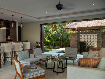 Seseh Beach Villa II - Living area and bar