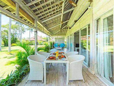 Villa Sungai Tinggi - Joglo dining area setting