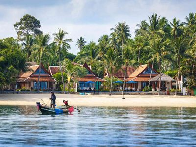 Tawantok Beach Villas - Villa 1 - The villa and local boat feature