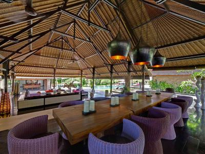 Chalina Estate - Dining, living and view to pool