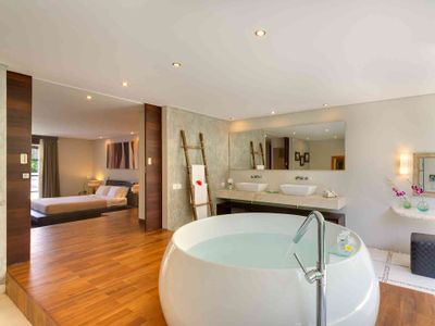 The Layar 2BR - Bathroom