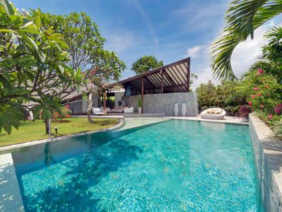 The Layar - 3 bedroom - A huge pool