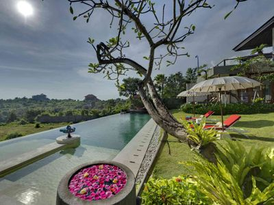 Villa Aiko - Pool-edge view