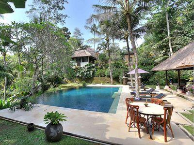 Villa Alamanda - Corner view of pool