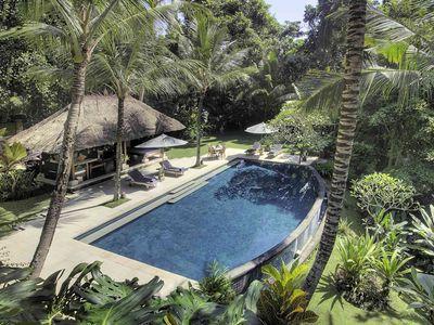 Villa Alamanda - Overview of pool area