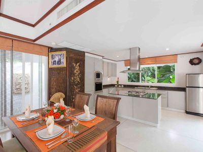 Villa Albina - Dining area and kitchen preview