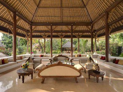 Villa Batujimbar - Living bale