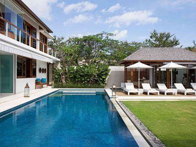 Cendrawasih - Pool and lawn