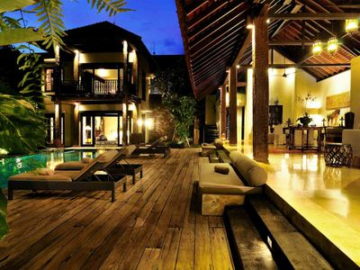 Villa DeSuma - Living area and pool deck