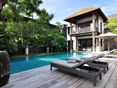 Villa DeSuma - Poolside relaxation
