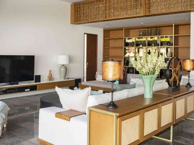 Villa Indrani - Living area with tv