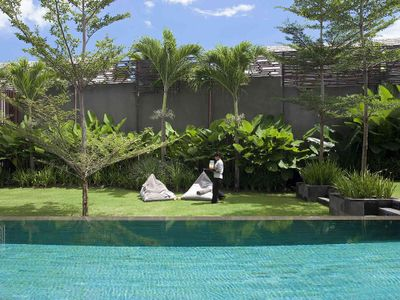 Villa Issi - Pool and lawn