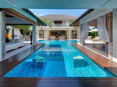 Jajaliluna - Pool between media and dining rooms