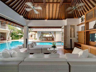 Jajaliluna - Media room and pool