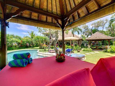 3. Villa Kakatua - Garden bale and pool