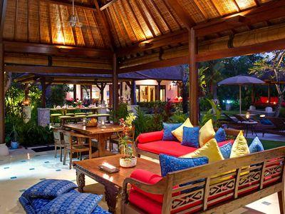 6. Villa Kakatua - Living room at dusk