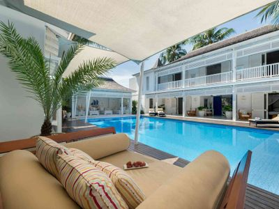 4. Villa Lulito - Daybed by the pool