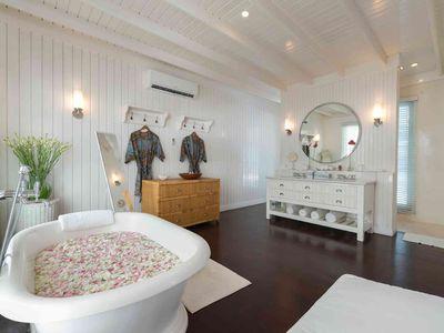 6. Villa Lulito - Master bathroom