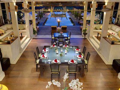 Villa Mandalay - Dinner setting and pool