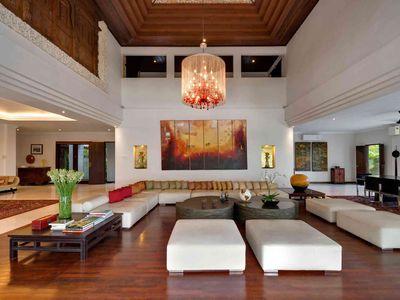 6. Villa Manis - Main house living area