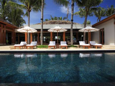 Villa Nandana - Pool and the sun loungers