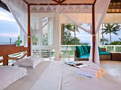Puri Nirwana - Semi open air upstairs bedroom