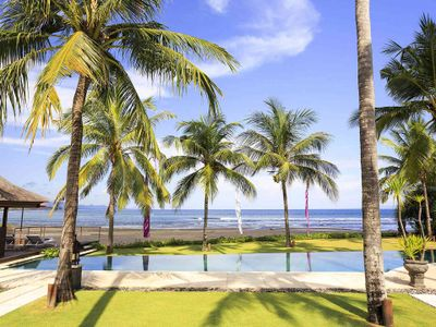 Villa Pushpapuri - Swim under the coconut trees