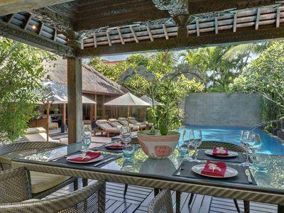 Villa Ramadewa - Poolside dining