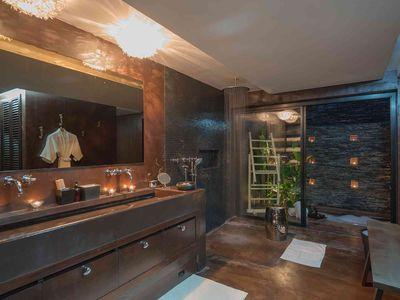 Villa Saanti - Bathroom design