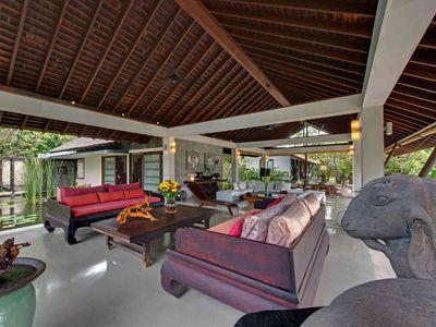 Villa Samadhana - Living room through to dining room