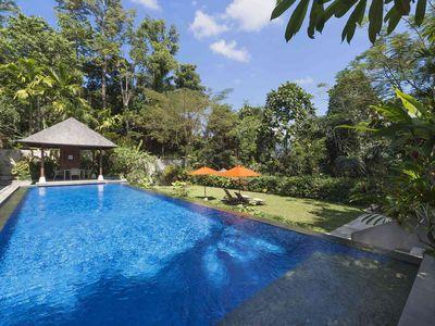 Villa Shinta Dewi Ubud - At the pool edge