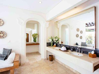 Villa Simona Oasis - Darma master ensuite vanity