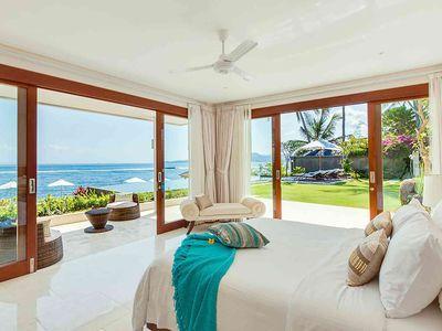 Villa Tirta Nila - Oceanfront bedroom downstairs