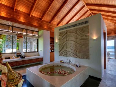 6. Ensuite Master Bathroom