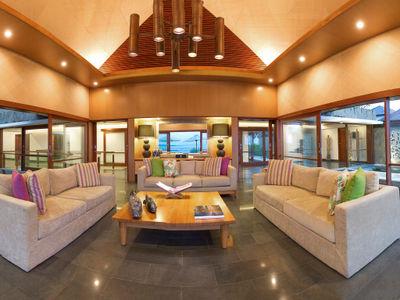 Villa Bayu Gita Beachfront - Sitting area