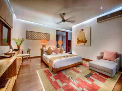 Casa Brio - Master bedroom 1 night light