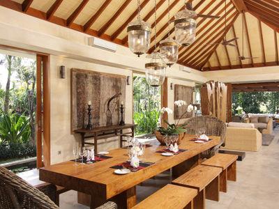 5. Villa Sarasvati - Dining table