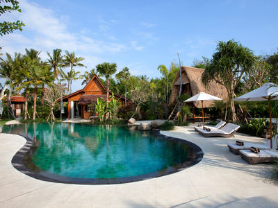2. Villa Sati - Pool and sunloungers