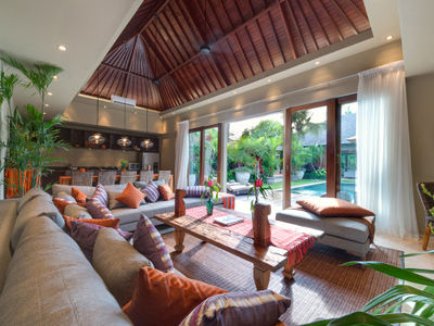 Eshara III - View to pool